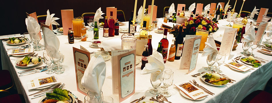 Seder Table (945x360)